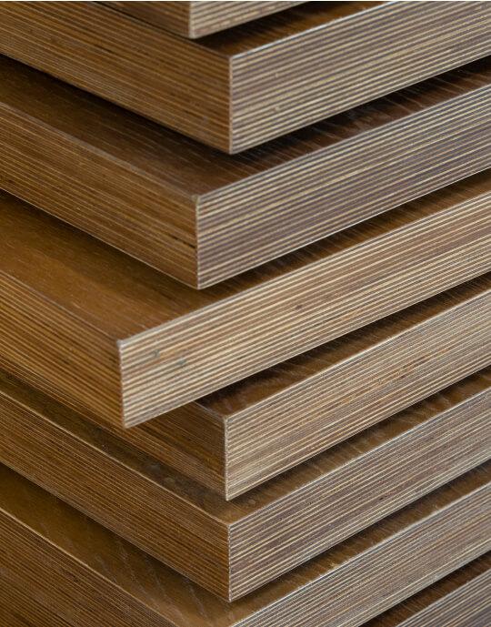 detalhe com relevo em madeira