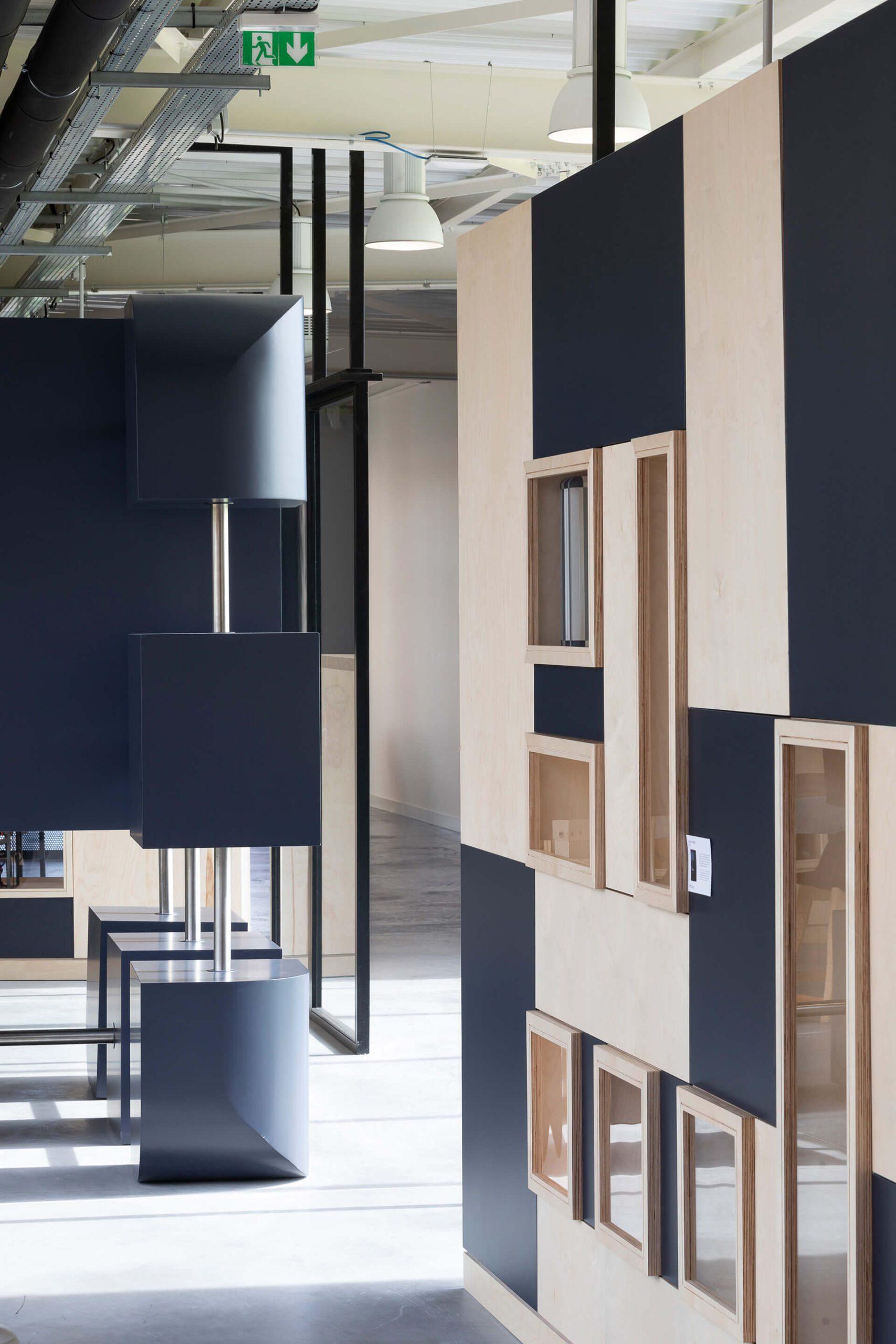 estante e mobiliário em madeira de centro de negócios