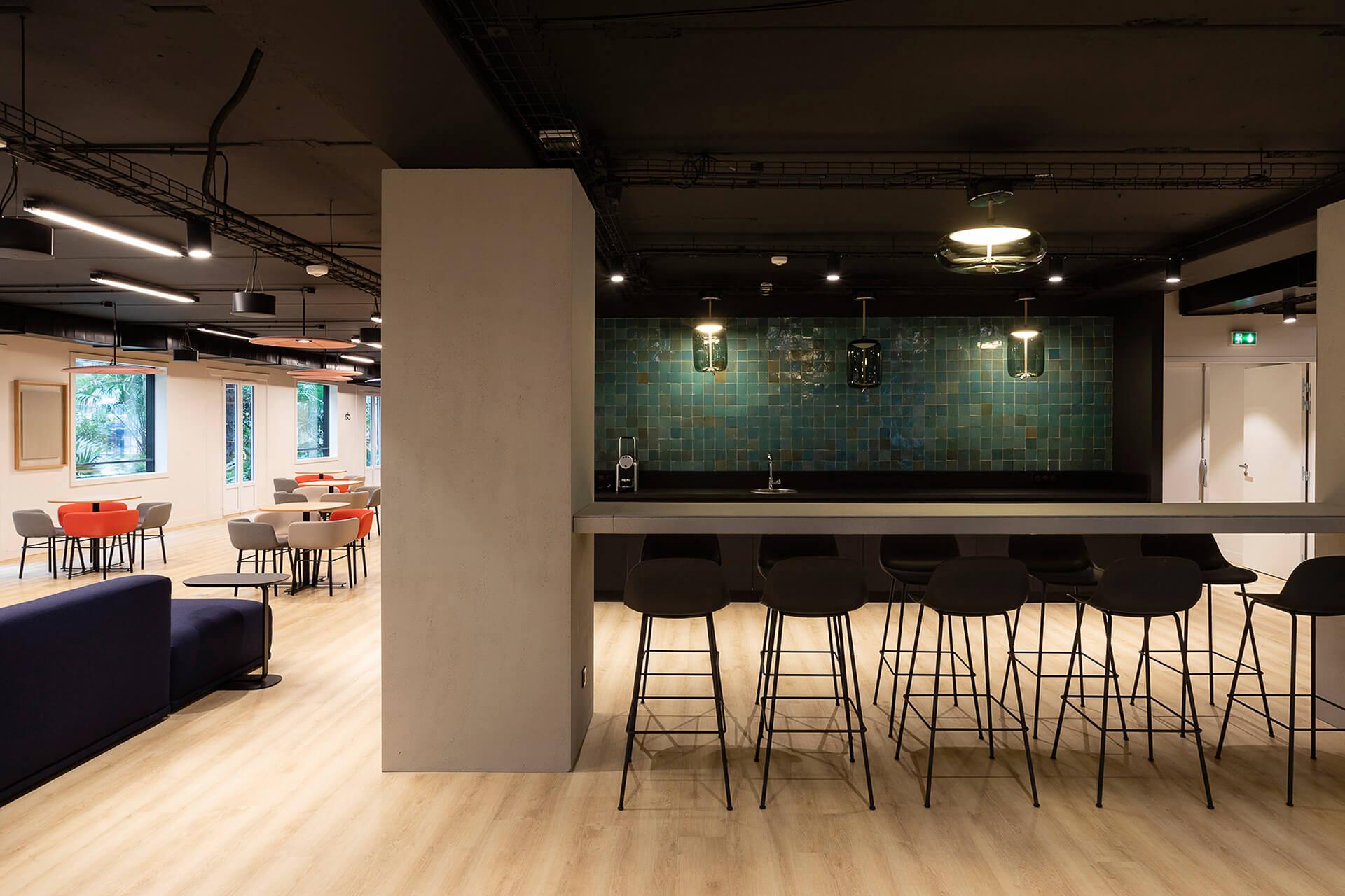 mesa alta em madeira personalizada