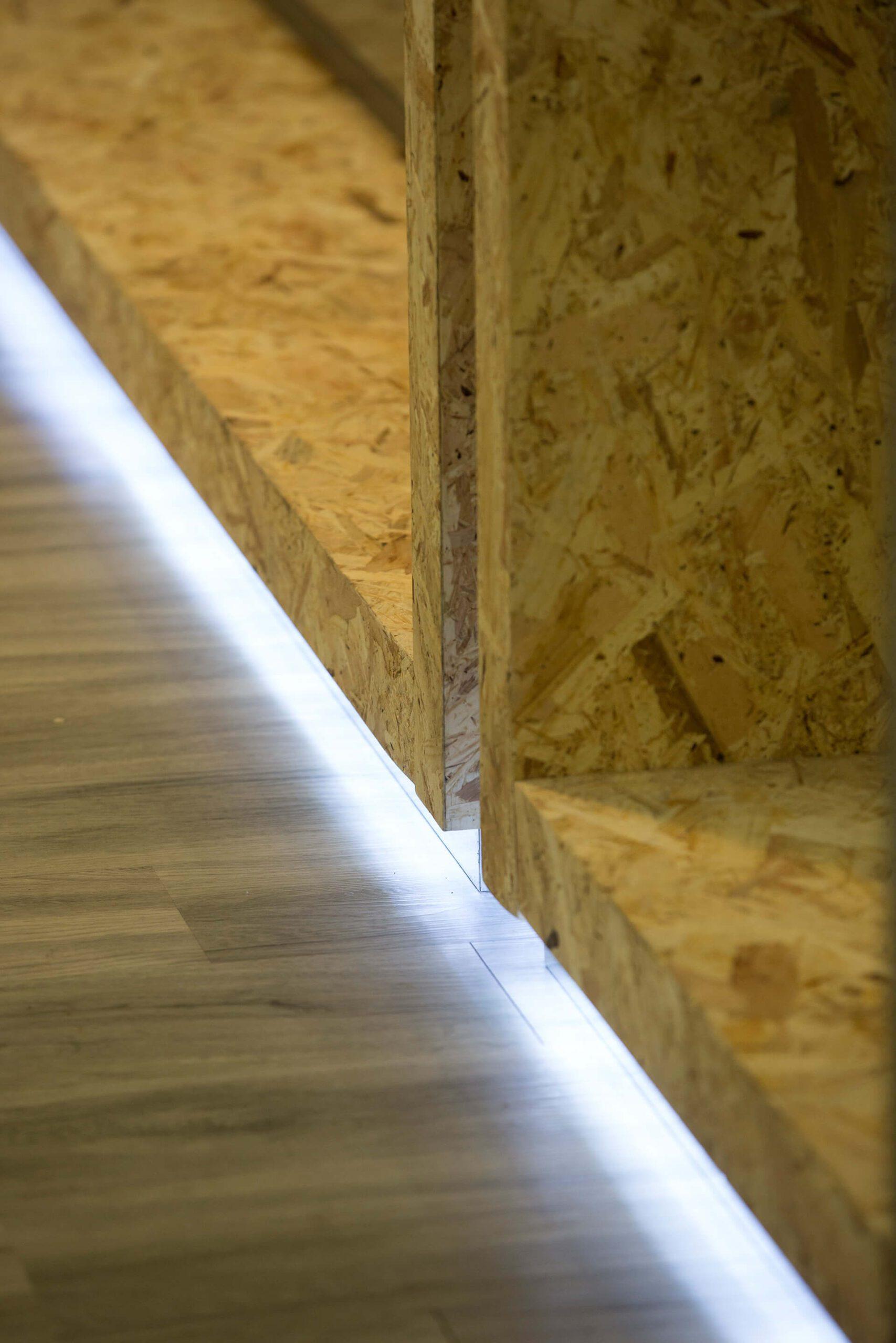 detalhe de madeira com luz