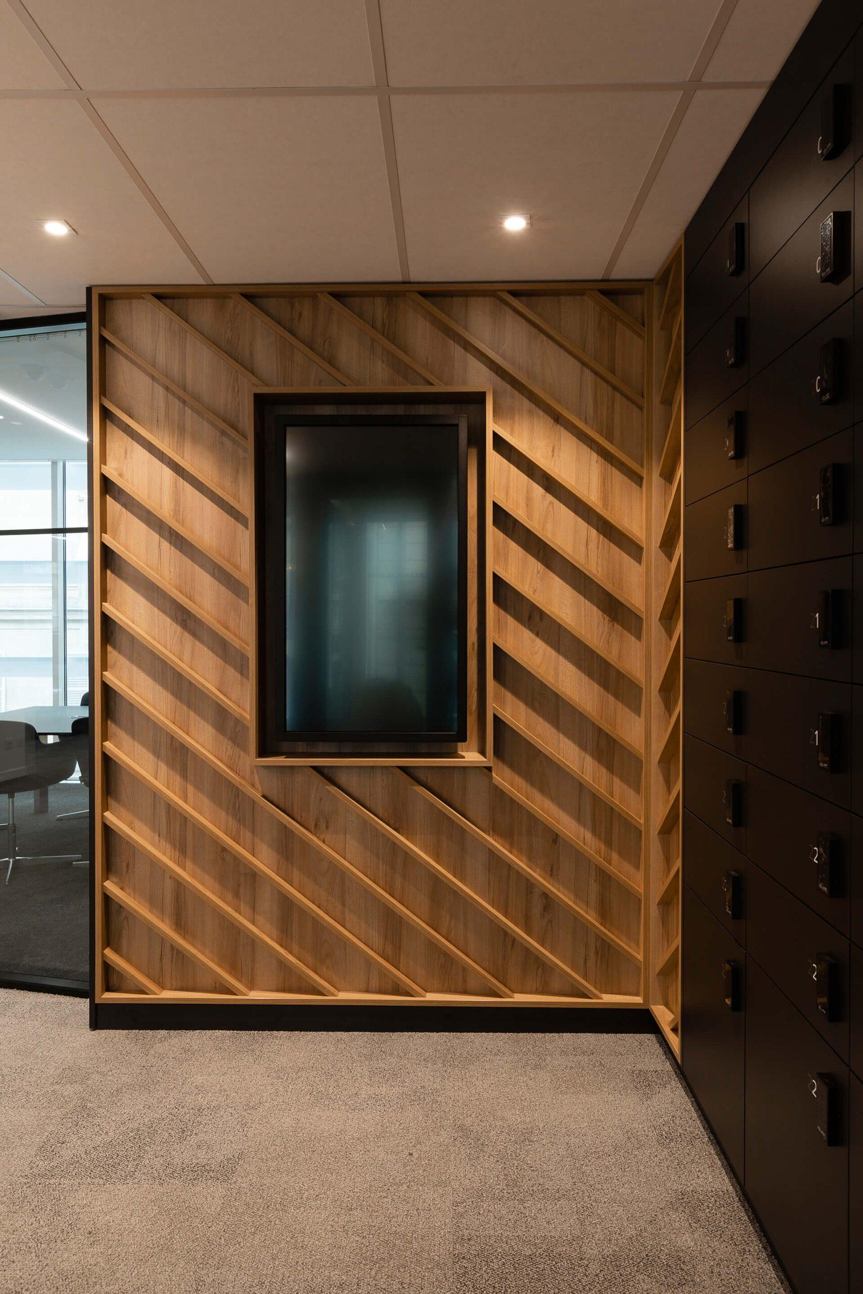 parede ripada em madeira de espaço de consultoria