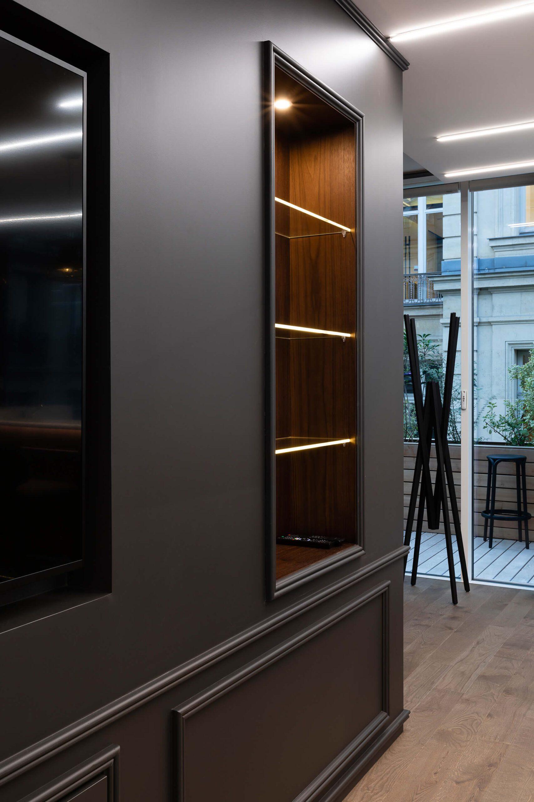 estante e cabide em madeira de luxo de espaço de consultoria e negócios