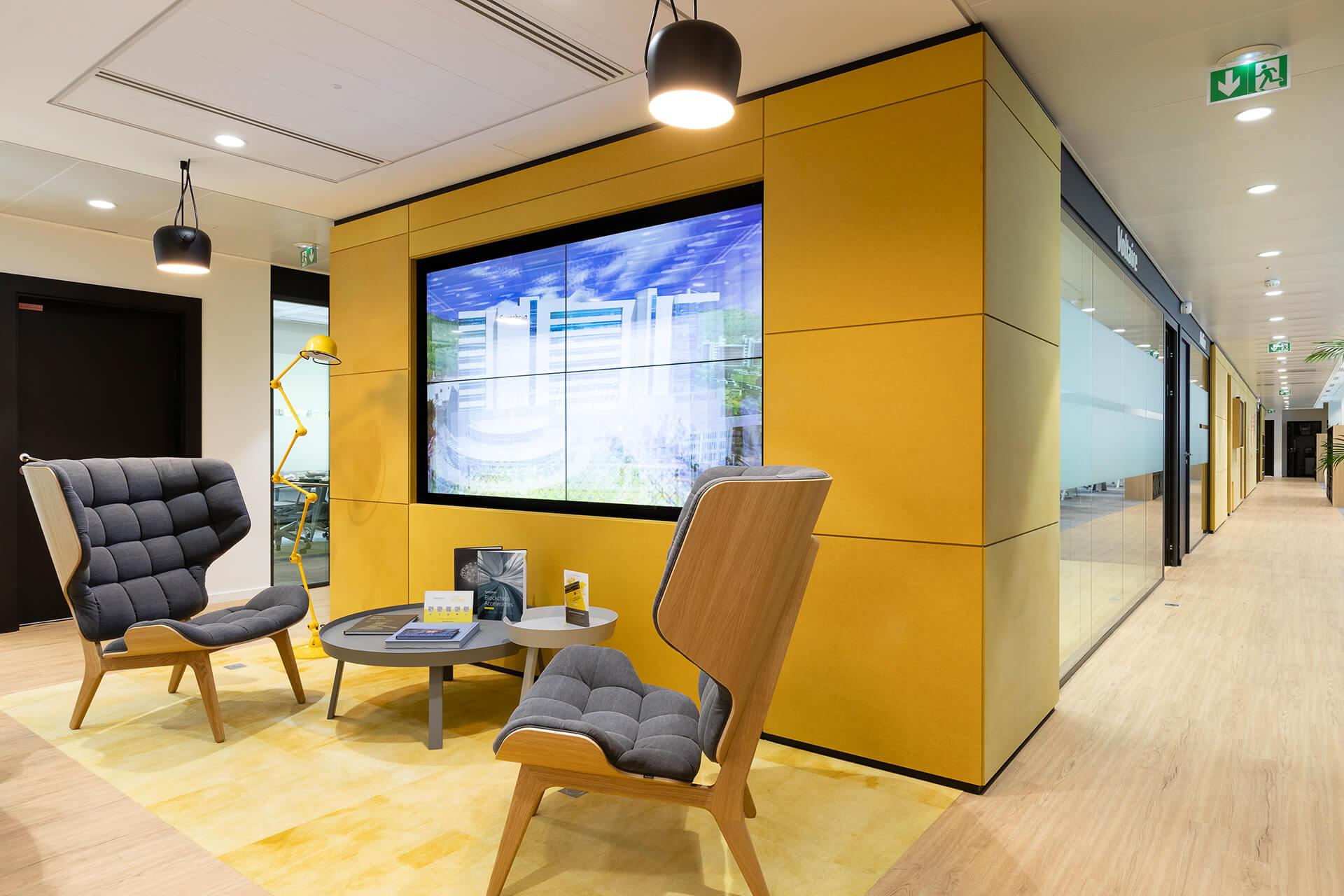 mobiliário de sala moderno cinzento e amarelo