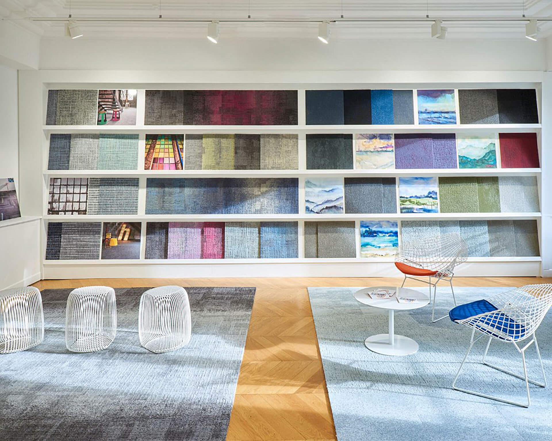 espaço de têxteis com estante para apresentação de amostras