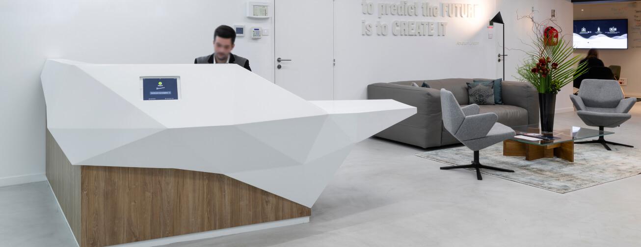 Projeto de receção moderna e personalizada de empresa